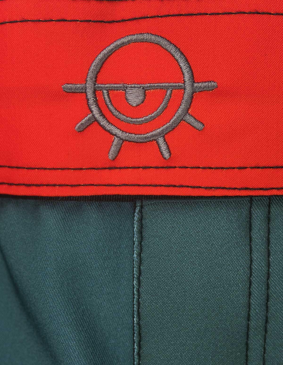 short-plat-gris-rouge-détails-ceinture