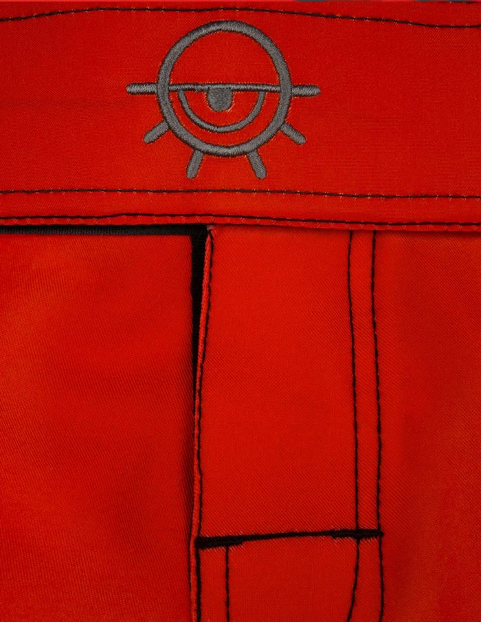 Short MMA rouge Cam détail logo brodé