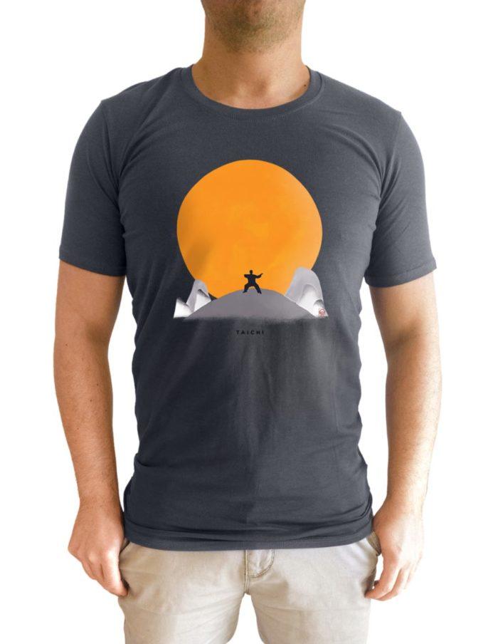 tshirt homme gris anthracite porté face taichi soleil