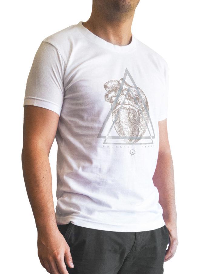 Tshirt homme blanc cintré, imprimé angel heart vu de 3 quart