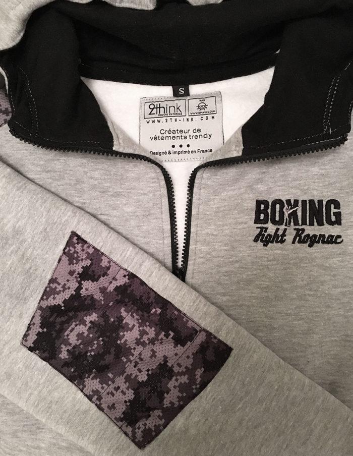 Intérieur hoodie MMA brodé coeur, imprimé dos, gris chiné de la marque 2th-ink