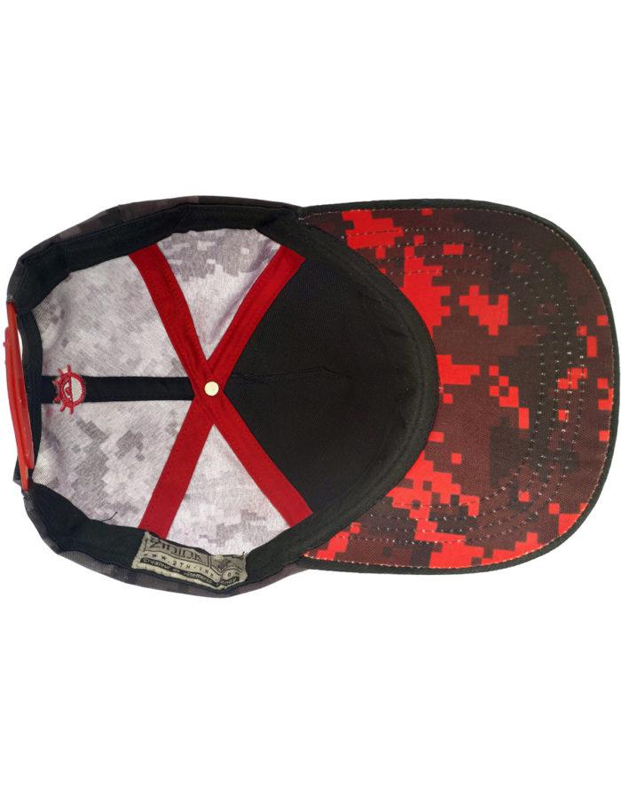 Vue de dessous de la casquette MMA noir brodée rouge, Pixel Cam rouge sous la visère.